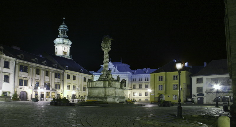 Sopron_by_night