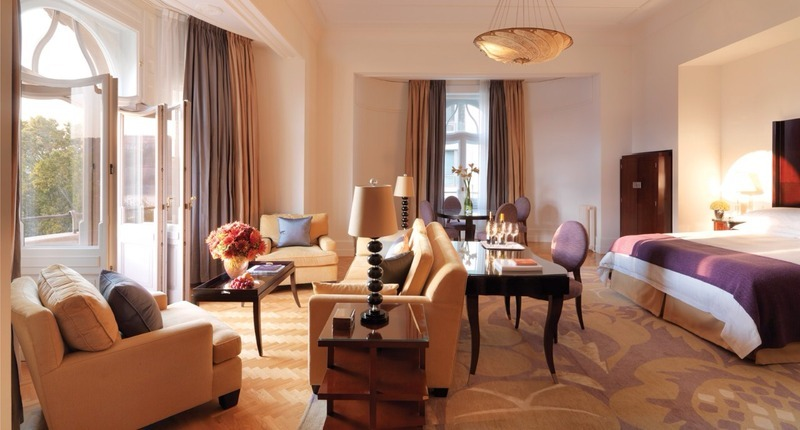 Four_seasons_hotel_gresham_palace_budapest_hungary_1