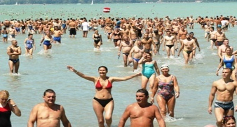 Balaton-crosswimming-hungary2