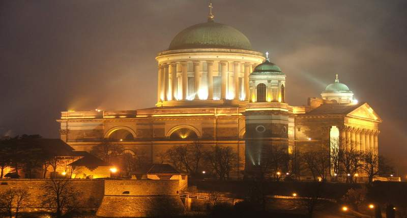 Esztergom_bazilika_by_night