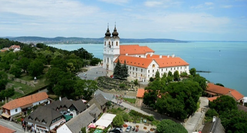 Sightseeing_flights_around_lake_balaton