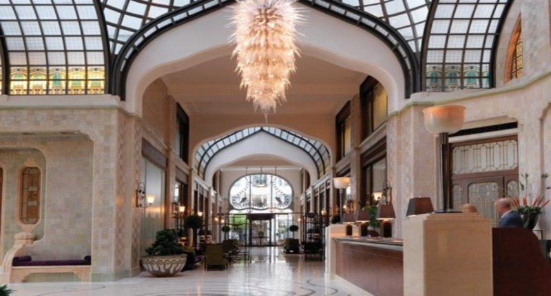Four_seasons_hotel_gresham_palace_budapest_hungary_3